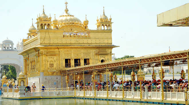 Severe heat fails to deter pilgrims