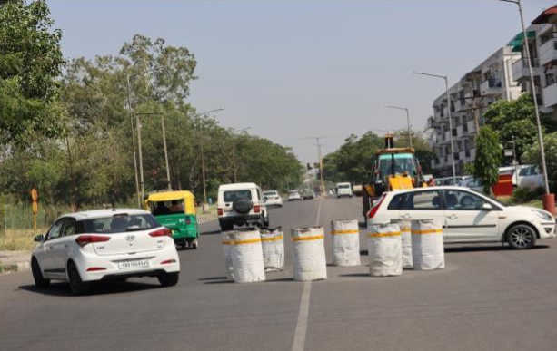 UT cops place drums on roads to avoid congestion, mishaps