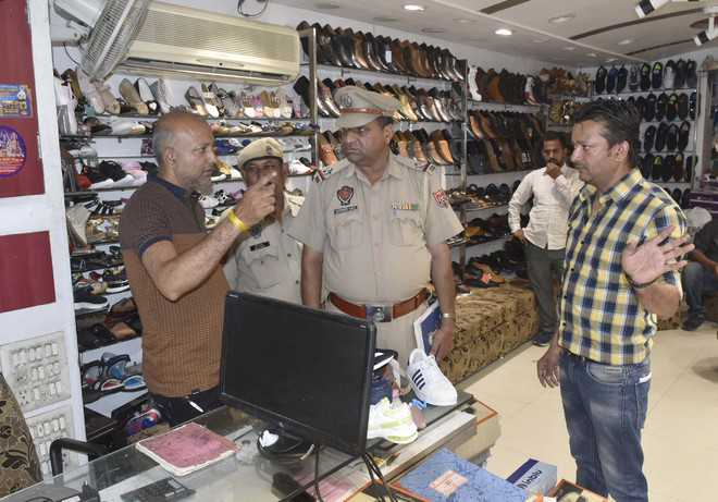 Shops lose Rs2 lakh to thieves