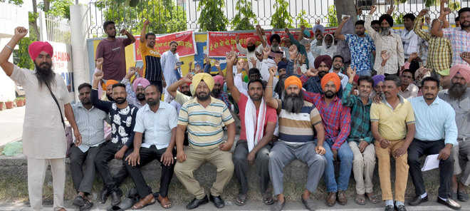 BSNL contractual workers stage protest, demand 7-month salary