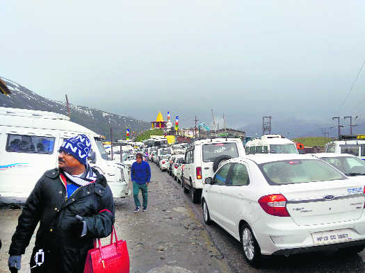 8-10 hrs for Manali-Rohtang trip, room cancellations soar