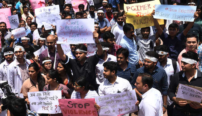 Resident doctors protest, flay Bengal govt
