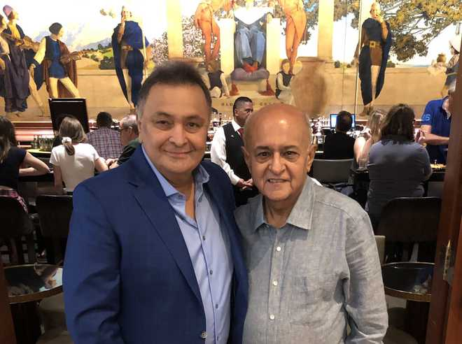 Rishi Kapoor looks fitter and better in his latest picture