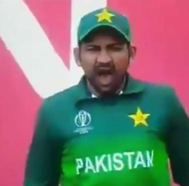Pak captain Sarfraz Ahmed trolled for yawning during India-Pakistan match