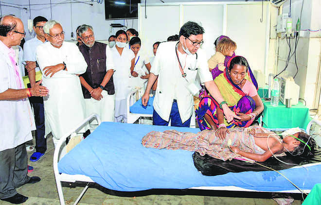 Locals shout 'Nitish Kumar go back' as he visits hospital
