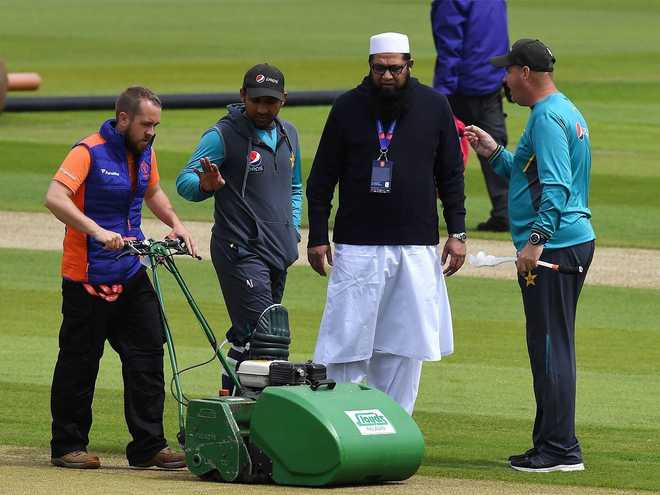 What is Inzamam doing in England, asks Pakistan ex-skipper Intikhab Alam