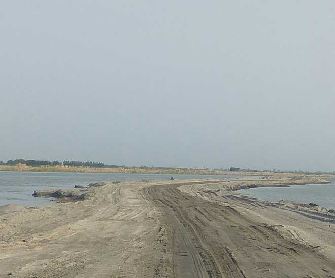Illegal bundhs & passages back, mining in Yamuna on