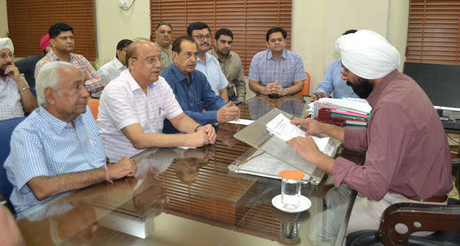 Traders meet Mayor, oppose paid parking proposal