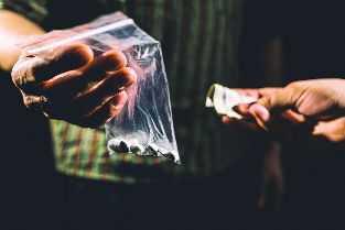 Let Mirwaiz lead war against drug abuse