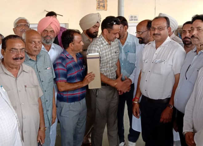 ADRM visits Muktsar rly station to inspect Kotkapura-Fazilka section