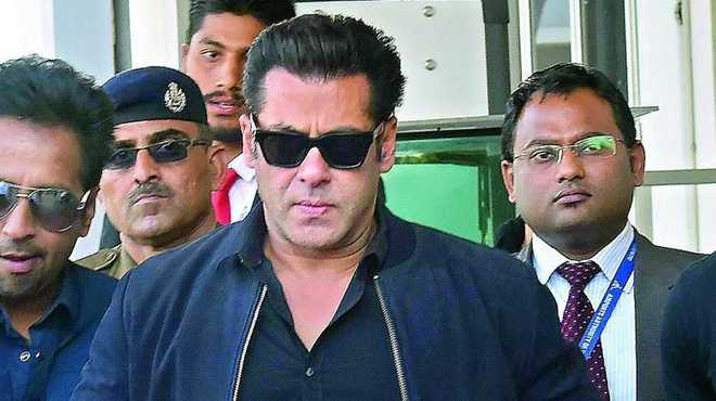 Journalist files plaint of assault and robbery against Salman Khan