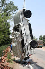 Truck, jeep collide; 3 dead, 6 hurt