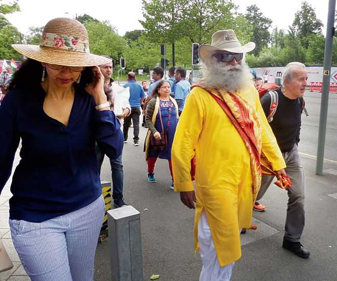 Sadhguru at cricket
