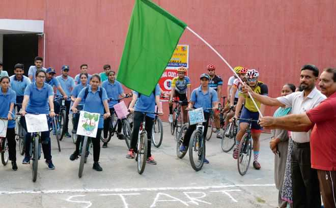 Cycle rally held to combat increasing air pollution