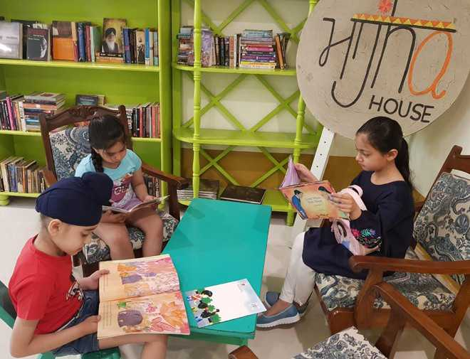 Small book cafes, libraries make attempt to encourage reading