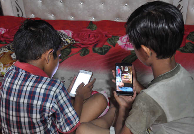 Overexposure triggers mobile addiction among kids