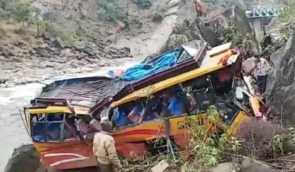 Report: Driver of crashed J&K bus had fake licence