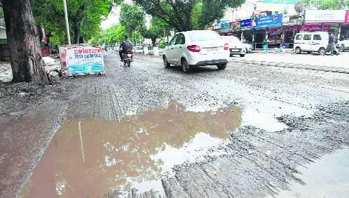 Rain halts road recarpeting, commuters at receiving end