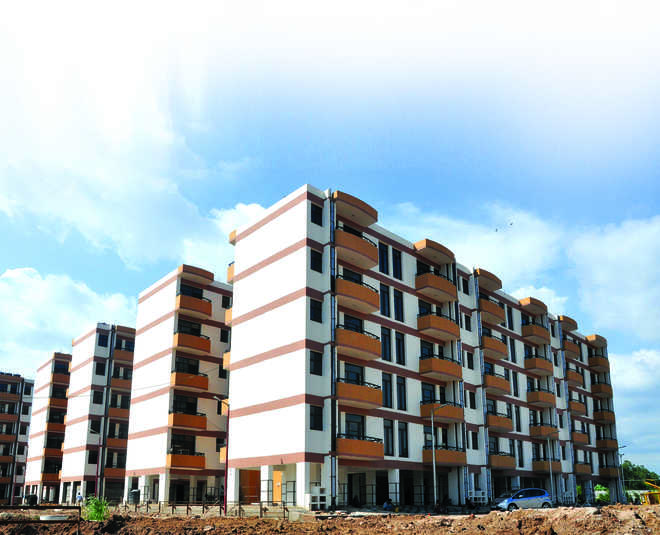 Employees reject sky-high prices of flats