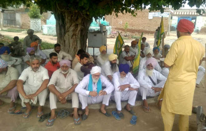 Suicide case: Farmers' leaders mobilise support for protest rally