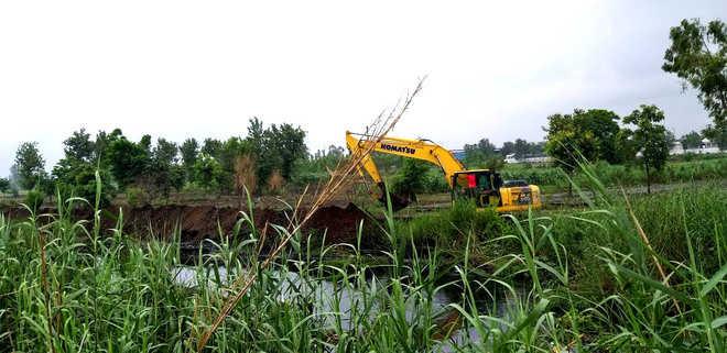 Construction of bundh on Buddha Nullah begins