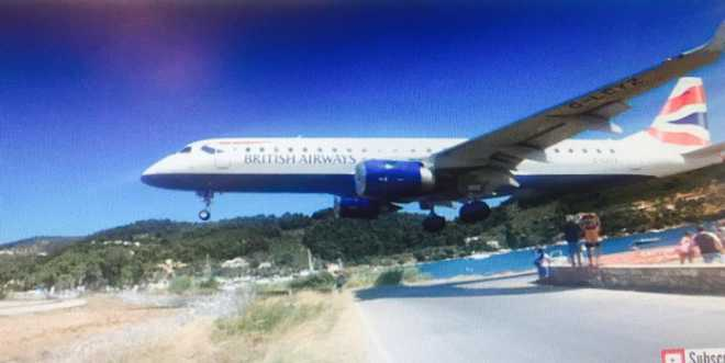 Watch how British Airways plane landed few feet away from tourists