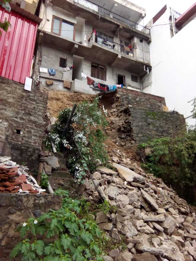 Soil erosion posing threat, dwellings to be vacated