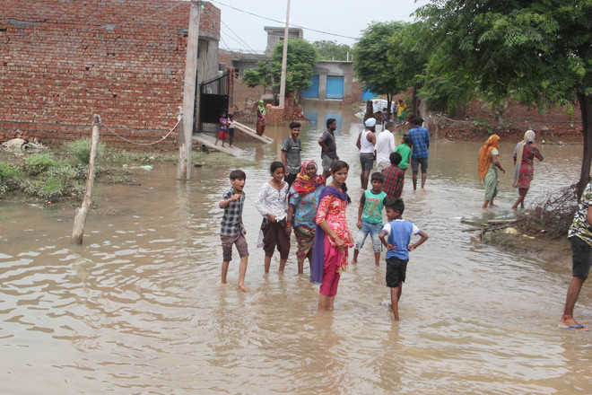 Flood-like situation in Vishwas Colony after leakage in rising main