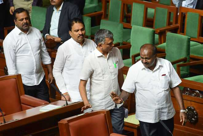 K'taka House adjourned till Monday after CM defies Guv's deadlines to prove majority