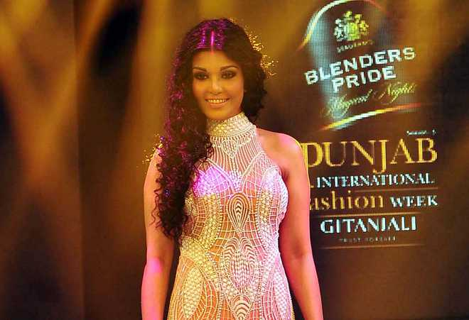 Actor Koena Mitra gets 6-month jail in cheque bounce case