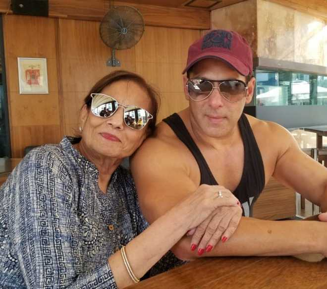 Salman grooves to 'Cheap thrills' with mom Salma. Watch video