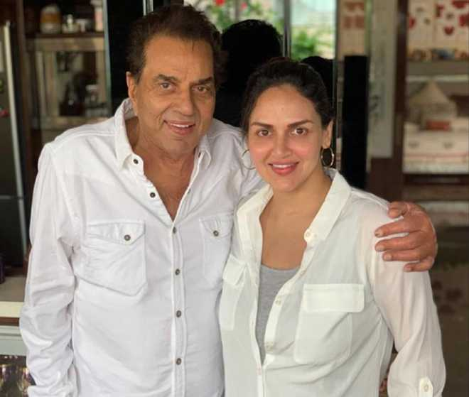 Dharmendra and daughter Esha Deol's latest picture will melt your heart