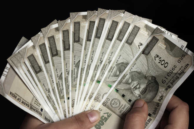 Most people would return wallet with more cash in it: Study