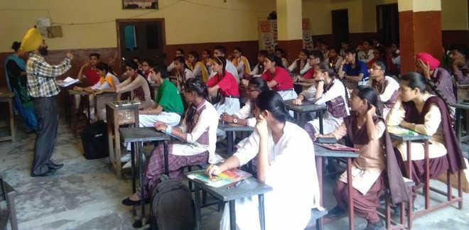 Tarksheel Society holds test on students' scientific temper