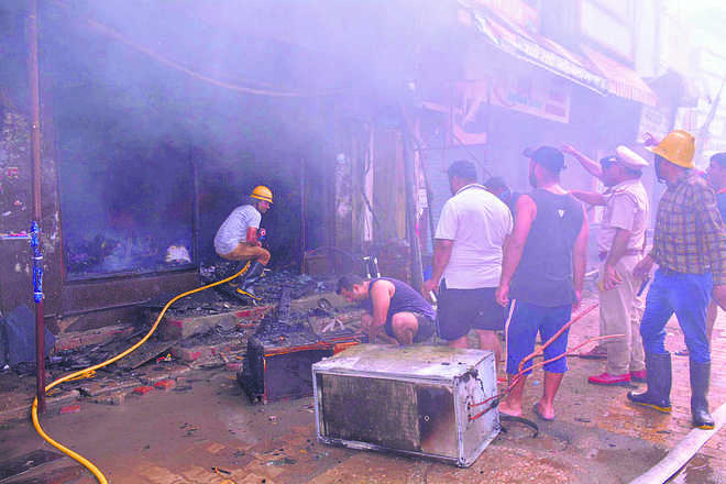 Fire destroys two shops, 50 stalls in Ambala City