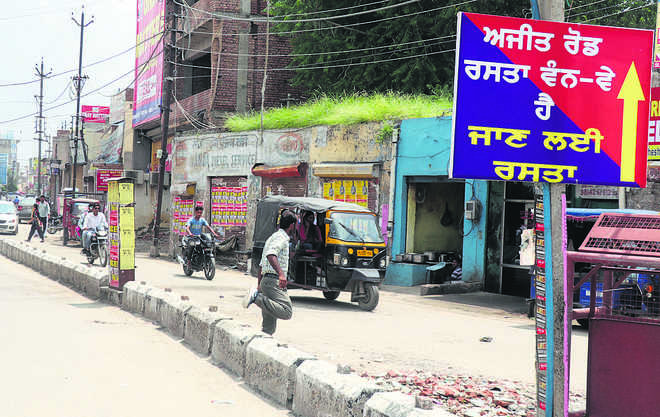 Ajit Road made one-way, motorists suffer