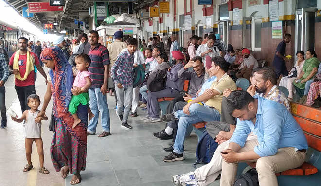Commuters, Army aspirants bear the brunt of bandh