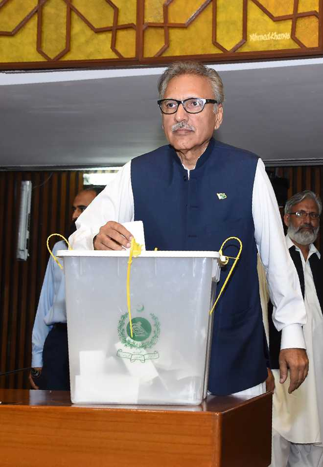 'Kashmiris and Pakistanis are one', says Pak President on I-Day