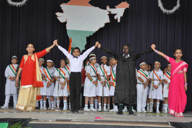 Schoolkids celebrate I-Day with patriotic fervour in city