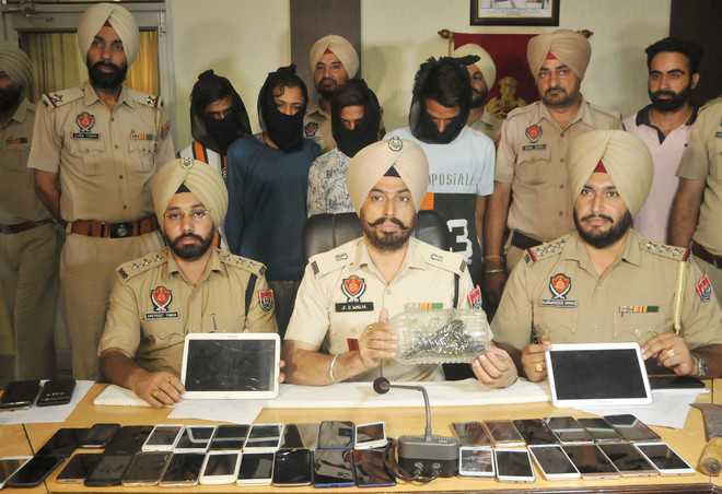 4 snatchers land in police net, 35 mobile phones recovered