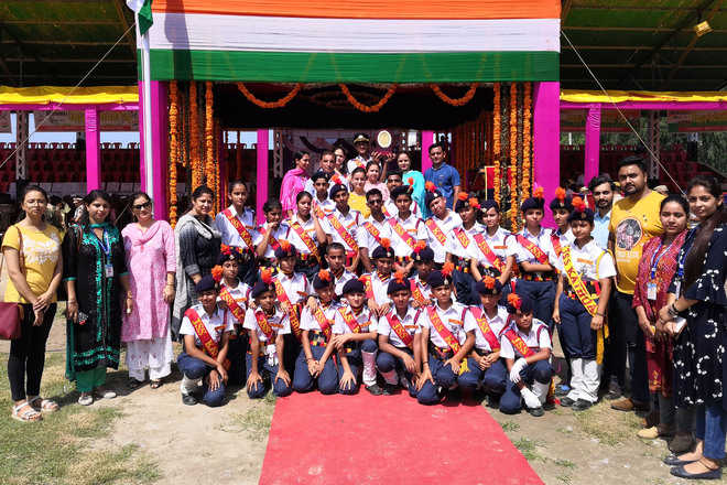 Institutes celebrate I-Day with gaiety