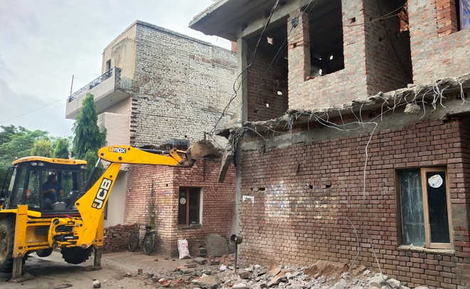 Illegal structures razed in Sector 56