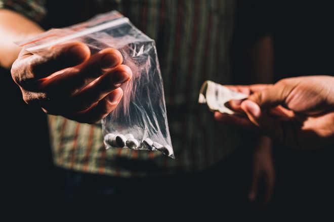 Police crackdown on drug peddlers in city