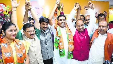 AAP MLA Kapil Mishra, women's wing chief Richa Pandey join BJP