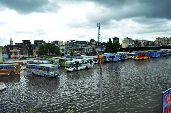 Bhakra level dips, no more water discharge for now