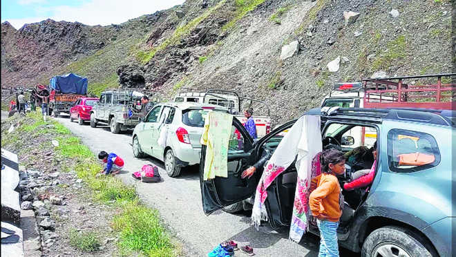 2,000 tourists stuck in Lahaul Spiti