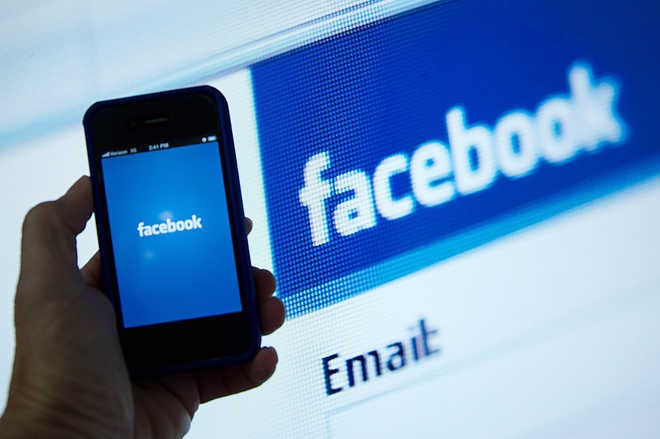 Facebook launches tool to let users control data flow