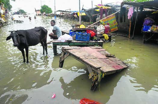 Crisis panel reviews flood situation