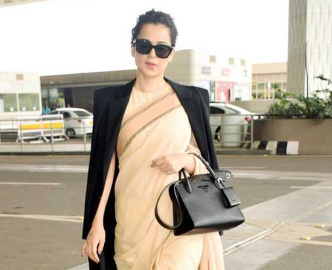 Kangana Ranaut's Rs 600 worth sari pic trolled, netizens ask what about Prada handbag