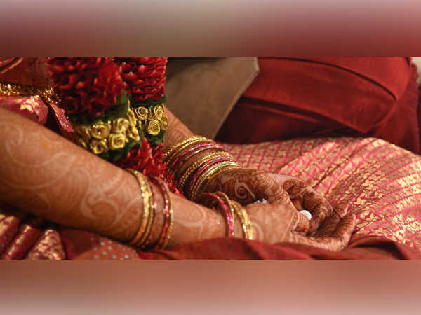 Woman marries off 17-year-old daughter to paramour, booked